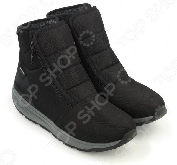 Ботинки зимние адаптивные мужские Walkmaxx. Цвет: черныйБотинки<br>Ботинки зимние адаптивные мужские Walkmaxx это практичная и удобная обувь, которая отлично дополнит ваш образ, согреет в зимние холода и сохранит легкость и комфорт во время ходьбы.    Водоотталкивающая обработка позаботится о сухости ног.  Нескользящая подошва, упругая структура и надежный обхват лодыжки гарантируют поддержку и стабильность.  Подкладка из искусственного меха согревает даже в сильные холода.   Залог здоровья ваших ног Эксперты предупреждают: обувь является главной причиной проблем со стопами. А обычные ботинки, представленные в магазинах, редко сидят идеально: они слишком свободные или, напротив, тесные, с узким носком или жесткой прямой подошвой. Эти недостатки кажутся незначительными, но при длительном ношении обуви могут вызвать боль и деформацию стопы. Новая гибкая подошва адаптивных ботинок Walkmaxx решает эти проблемы!  Вы забудете о дискомфорте и отеках Линейка адаптивной обуви разработана для облегчения проблем со стопами. Однако она пригодится каждому мужчине, который хоть раз сталкивался с такими вещами, как тяжесть и отек в ногах после долгого дня, мозоли или травмы стоп, боль в лодыжках.  Как это работает Инновационный дизайн защитит ваши стопы от отеков и сделает ходьбу легкой и комфортной. Новая модель адаптивных сапог Walkmaxx:  Уменьшает боли в пояснице.  Держит мышцы в тонусе.  Облегчает нагрузку на колени.  Предотвращает ощущение тяжелых ног.  Снижает отеки стоп. Преимущества адаптивной обуви Walkmaxx: Держит в тонусе! Оригинальная округлая подошва Walkmaxx способствует активизации мышц ягодиц и ног, а также поддерживает в тонусе зону икр, бедер и пресса. Как будто вы ходите босиком Что может быть более естественным Гибкая подошва Walkmaxx моделирует ходьбу по мягкому песку благодаря плавному перекатывающемуся движению, будто вы гуляете босиком по пляжу. Снимает нагрузку со спины и суставов Движение в обуви Walkmaxx перераспределяет вес тела, уменьшая давление на сп