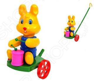 Каталка для малыша Suchanek «Кролик с барабаном»Каталки для малышей<br>Каталка для малыша Suchanek Кролик с барабаном это милая игрушка для вашего ребенка, которая точно ему понравится. Дети очень любят чувствовать себя в компании и даже эта каталка поможет ему в этом, ведь ребенок может брать ее с собой на прогулку. Удобная ручка прекрасно ложится в детскую ладонь. При игре с такой каталкой ребенок развивает мелкую моторику рук, фантазию, пространственное мышление, слуховое и зрительное восприятие.<br>