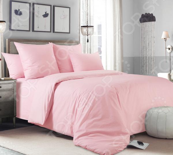 Комплект постельного белья Королевское Искушение гладкокрашеный. Цвет: розовый. 1,5-спальный1,5-спальные<br>Здоровый и комфортный сон зависит не только от того насколько ваш матрас и подушка мягкие и удобные, но и, не в последнюю очередь, от того на каком постельном белье вы спите ежедневно. Очень важно при выборе постельного белья ориентироваться не только на его цену и яркий дизайн, но и на качество, и тонкость материала. Жесткие и плотные ткани, пусть даже и натуральные, не подходят для ежедневного использования, ведь они могут причинить коже удивительный дискомфорт, вызвав её покраснения и раздражения. Комплект постельного белья Королевское Искушение гладкокрашеный. Цвет: розовый относится к постельному белью перкалевой группы, которая является идеальным решением для повседневного использования. При производстве этого материала плотного полотняного переплетения, используются некрученые плотные и тонкие нити из длинноволокнистого хлопка. Их сочетание делает перкаль одновременно тонким и прочным. Поэтому в отличии от постельного белья произведенного из бязи, данный комплект будет более гладким, мягким и шелковистым на ощупь. На таком постельном белье не будут возникать катышки, которые делают его не только не привлекательным, но и очень неудобным. Преимущества постельного белья Королевское Искушение:  натуральность и экологичность материалов;  долговечность, прочность и износостойкость белья;  легкий и комфортный сон в любой сезон;  приемлемая цена. Другой особенностью комплекта постельного белья Королевское Искушение является простой, но стильный дизайн. Благодаря тому, что все изделия выполнены в одном цвете, их легко комбинировать с другими комплектами от этого бренда. К тому же нежный розовый цвет универсальное решение для вашей спальни, так как он впишется в совершенно разный интерьер.<br>