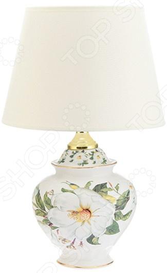 Лампа настольная Elan Gallery «Белый шиповник»Настольные лампы<br>Лампа настольная Elan Gallery Белый шиповник электрический светильник для освещения дома и придания помещению особого уюта, атмосферы, чтобы подчеркнуть красоту интерьера. Придаст домашним вечерам особое очарование. Лампа выполнена в оригинальном стиле, идеально подойдет как подарок на новоселье. Светильник прекрасно подойдет для гостиной и спальни.  Овальный абажур  Оригинально смоделированное основание. На сегодняшний день существует множество вариантов того, как украсить интерьер с помощью красивых настольных ламп. Комбинируйте сразу несколько декоративных элементов и придавайте индивидуальность и неповторимость любому помещению.<br>