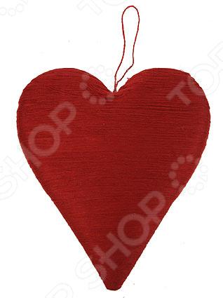 Подвес декоративный «Сердце» 16716Другие элементы декора<br>Подвес декоративный Сердце 16716 это хорошая возможность украсить место в доме или в офисе, декорировать помещение или витрины. Украсив помещение таким подвесом, вы создадите праздничную атмосферу, которая обязательно поднимет настроение и взрослым, и детям. Подвес нужно беречь от влаги.<br>