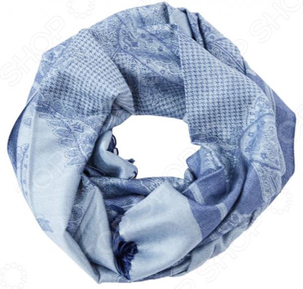 Шарф Fabretti «Виолет»Шарфы<br>Шарф Fabretti Виолет это шарф, который представляет собой известную и популярную модель для всех возрастов, идеально подходит для стиля casual. Обладательницы этого чудесного изделия, могут накинуть шарф на плечи, шею или же накинуть платок на голову обернув кончики во круг шеи, вы получите при этом шарф и шапку.  Шарф жаккардового плетения из вискозы.  Шарф украшен изящным восточным узором - огурцы пейсли и гусиная лапка .  Края шарфа по ширине задекорированы тонкими кисточками 7 см, из нити палантина.<br>