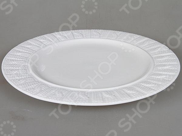Тарелка Rosenberg 1003 блестяще выполненная тарелка, которая непременно станет украшением как для праздничного, так и для обеденного стола. Тарелка выполнена из высококачественной стеклокерамики и декорирована оригинальным орнаментом по бокам. Подходит как для горячей, так и для холодной пищи.