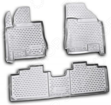 Комплект ковриков в салон автомобиля Novline-Autofamily Cadillac SRX 2010Коврики в салон<br>Комплект ковриков Novline Autofamily Cadillac SRX 2010 прекрасно дополнит салон вашего автомобиля. Многие автовладельцы довольно щепетильно относятся как к внешнему, так и внутреннему состоянию своих железных коней , поэтому для них важно, чтобы салон машины был чист и ухожен. Однако сохранять чистоту довольно сложно, ведь достаточно пройти дождю или снегу, как внутрь попадает пыль, грязь и влага. Первыми удар на себя принимают коврики. Несмотря на свою незаметность, они выполняют большую роль в поддержании порядка и сохранении первоначального состояния пола салона. Комплект Novline Autofamily Cadillac SRX 2010 идеально подходит для данной марки автомобиля, т.к. проектирование ковриков происходит при помощи компьютера. Материалом изготовления служит полиуретан, который обладает рядом уникальных свойств. Он устойчив к значительным перепадам температур, нейтрален к агрессивному воздействую различных химических сред, эластичен и экологически безопасен. Структура материала обеспечивает превосходный противоскользящий эффект. Для еще лучшей фиксации предусмотрена система креплений. Стоит также отметить, что форма передней части водительского ковра, уходящая под педаль акселератора, исключает нештатное заедание педалей.<br>