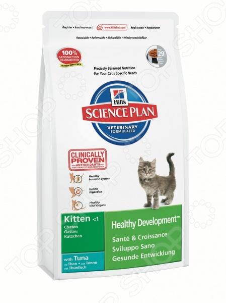 Корм сухой для котят Science Plan Kitten Healthy Development Tuna это идеальный вариант корма для вашего котёнка. Этот корм подойдёт для котят до 12 месяцев, обеспечит здоровое и полноценное питание с первых дней в вашем доме. Если вы решите перевести вашу кошку на этот рацион питания, то следует делать это постепенно в течении 7 дней, путем смешивания предыдущего корма с представленным, постепенно увеличивая количество последнего. Ваш котёнок будет в восторге от такой еды и не будет привередничать, ведь корм изготовлен из ингредиентов высокого качества и имеет превосходный вкус! Можно отметить следующие особенности сухого корм для котят Hill 39;s 8775 Тунец :  Рекомендуется котятам после отъема от матери и до 1 года.  Подходит для беременных и кормящих кошек.  Этот корм не рекомендуется для длительного кормления взрослых кошек, кроме случаев с повышенной потребностью в энергии консультируйтесь с вашим ветеринаром . Если вы хотите приучать котят к сухому корму еще с периода лактации, то следует начать это делать во второй половине периода. Так как корм содержит высокий уровень докозагексаеновой кислоты, которая является жизненно важным структурным компонентом головного мозга. Повышенное содержание протеинов это очень важно для котят в первые месяцы их жизни, оно способствует правильному росту и формированию мускулатуры. А повышенное содержание минералов обеспечит правильный рост и развитие костей и зубов. Корм содержит Омега-3 и Омега-6 жирные кислоты для здоровой кожи и сияющей шерсти, а также способствующие развитию сетчатки для лучшего зрения. Внимание! Не забывайте о свежей воде, которая должна быть постоянно в миске вашего питомца. Кормить котят следует в соответствии с следующим руководством:      Текущий вес котенка кг     0.5     1     1,5     2     2,5     3     3,5     4     4,5     5       1 3 МЕСЯЦА Сухой рацион г     30     50     65     80                                     4 6 МЕСЯЦЕВ Сухой рацион г          40     55     70     80     90     105    