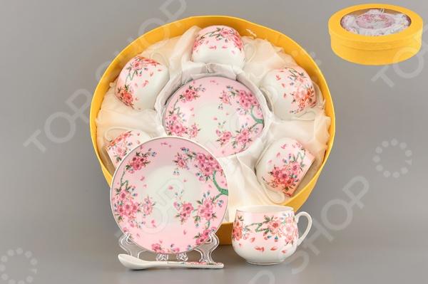 Кофейный набор Elan Gallery «Сакура»Чайные и кофейные наборы<br>Набор кофейный Elan Gallery Сакура это набор, состоящий из 18 предметов. Каждый из них выполнен из высококачественных материалов и представляет собой соединение изящности, легкости и красоты, при помощи которых вам удастся добавить в свое застолье радости, улыбок и праздничного настроения для всех окружающих. Оригинальный рисунок, нанесенный на каждый из элементов набора не тускнеет со временем и будет радовать своих обладателей на протяжении многих лет. Добавьте утонченности и изысканности каждому своему празднику, сопровождающемуся питьем ароматного и крепкого кофе, вместе с кофейным набором Elan Gallery Сакура . Кроме того, он может стать прекрасным подарком для ваших близких, демонстрируя ваше внимание и заботу.<br>
