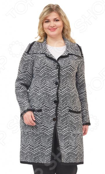 Пальто Milana Style «Пелагея»Верхняя одежда<br>Пальто Milana Style Пелагея сшито с учетом всех особенностей женской фигуры. Оно идеально подойдет для женщин любого возраста и комплекции. Продуманный дизайн изделия позволяет скрыть недостатки и подчеркнуть достоинства фигуры.  Пальто полуприлегающего силуэта с отложным воротником и застежкой на пуговицы.  Узор ёлочкой подчеркивает достоинства женской фигуры и визуально стройнит.  Однотонная окантовка по деталям подчеркивает и уравновешивает силуэт изделия.  Прекрасный вариант для прохладной погоды.  На фотографии пальто представлено в сочетании с брюками Уран и блузой Тутси . Пальто изготовлено из приятной вязанной ткани, состоящей на 50 из пана и на 50 из шерсти. Материал не линяет, не скатывается, формы от стирки не теряет.<br>