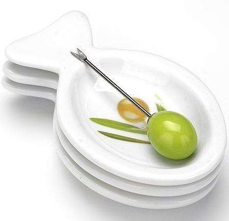 Набор блюд Loraine LR-633r «Олива»Наборы посуды для сервировки<br>Набор блюд Loraine LR-633r Олива станет отличным дополнением к набору аксессуаров и принадлежностей для кухни. Блюда выполнены в виде рыбок и предназначены для подачи закусок оливки, корнишоны, снеки и др. Вилочка в комплекте. Торговая марка Loraine это синоним первоклассного качества и стильного современного дизайна. Компания занимается производством и продажей кухонных инструментов, аксессуаров, посуды и т.д. Функциональность, практичность и инновационные решения вот основные принципы торгового бренда Loraine.<br>
