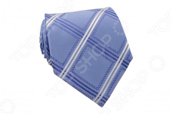 Галстук Mondigo 44254Галстуки. Бабочки. Воротнички<br>Галстук Mondigo 44254 - элегантный мужской галстук, из шелка, который обладает хорошими гигиеническими свойствами и особым блеском. Галстук голубого цвета, выполнен в крупную клетку, а края обработаны лазерным методом. С обратной стороны галстук прострочен шелковой ниткой, что позволяет регулировать длину изделия. Такой стильный галстук будет очаровательно смотреться с мужскими рубашками темных и светлых оттенков. Дизайн дополнит деловой стиль и придаст изюминку к образу строгого делового костюма.<br>