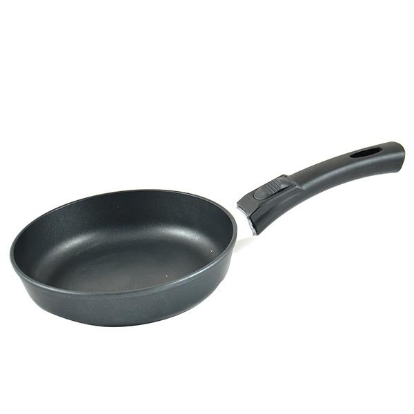 Сковорода Нева-металл 9020Сковороды<br>Сковорода Нева-металл 9020 станет отличным дополнением к набору вашей кухонной утвари. Модель снабжена толстым дном, высокими краями и съемной бакелитовой рукояткой, подходит для жарки мяса, рыбы и овощей. Сковорода выполнена из литого алюминия и снабжена четырехслойным антипригарным покрытием Титан . Оно, в свою очередь, не содержит PFOA и относится к четвертому классу безопасности в соответствии с ГОСТом. Сковорода подходит для совместного использования с газовыми, электрическими и стеклокерамическими плитами.<br>