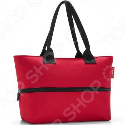 Сумка для покупок Reisenthel Shopper E1 это удобная сумка, которая подходит для любых предметов. Можно использовать ее для походов в магазин, на работу или учебу, на пикник и для любого повседневного использования. Просторная сумка имеет внутренний объем на 20 литров, закрывается на широкую молнию, которую можно открывать одной рукой. Внутри есть вместительный карман на молнии для мелких предметов. Можно увеличить вместимость сумки до 18 литров.