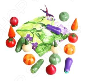 Игрушка развивающая RNToys «Волшебный мешочек. Овощи»Другие обучающие и развивающие игры<br>Игрушка развивающая RNToys Волшебный мешочек. Овощи предназначена для таких маленьких, но уже таких любознательных малышей. В ярком мешочке можно найти одни из самых распространенных овощей. Играя с ними, ребенок сможет узнать больше об окружающем мире, а также познакомится с различными формами и размерами предметов. Для того, чтобы игровой процесс был еще более увлекательным, предложите крохе перемешать фигурки в мешочке и определить их на ощупь. Игрушки изготовлены из натурального дерева и имеют закругленные края, чтобы избежать вероятность травмирования.<br>