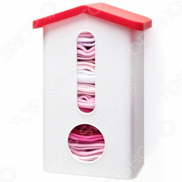 Держатель для пакетов Monkey Business Baggins - удобный держатель для пакетов, который можно разместить во внутренней части кухонных шкафов. Оригинальный дизайн в виде домика будет сочетаться с любым интерьером. Крепится к боковой поверхности кухонного шкафа или дверце шкафа на двусторонний скотч или шуруп. Оба варианта крепления есть в комплекте. В центре конструкции находится удобный разъем, который позволит пронаблюдать за содержанием контейнера. Может служить на кухне в качестве держателя для пластиковых пакетов или в ванной комнате и гардеробной в качестве хранилища для носков.