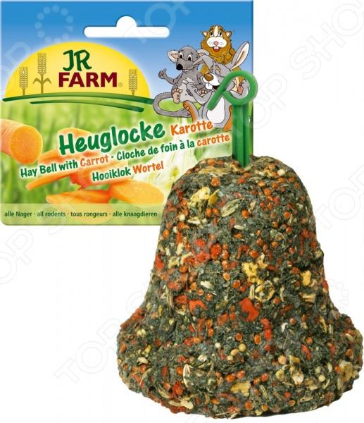 Лакомство для грызунов JR Farm Hay Bell With CarrotЛакомства для грызунов<br>Лакомство JR Farm Hay Bell With Carrot предназначено специально для грызунов. Ваш питомец будет в восторге от своего нового блюда. Данное угощение не только разнообразит рацион пушистого зверька, но и обогатит его полезными витаминами группы А, минеральными веществами и клетчаткой. Сбалансированное лакомство легко усваивается, а также способствует равномерному стачиванию зубов домашнего любимца. Съедобный колокольчик также может использоваться в качестве игрушки.<br>