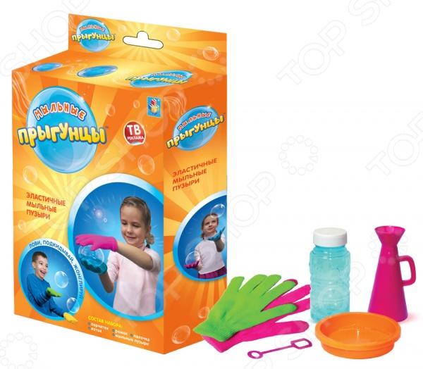 Набор для пускания мыльных пузырей 1 Toy «Прыгунцы» Т58674Мыльные пузыри<br>Набор для пускания мыльных пузырей 1 Toy Прыгунцы Т58674 это замечательный подарок для вашего малыша! Что может быть увлекательнее, чем выдувать мыльные пузыри и наблюдать за тем, как они парят в воздухе Переливаясь в лучах солнца, большие или маленькие невесомые шарики дарят радость и хорошее настроение не только ребенку, но и его родителям. Мыльные пузыри будут хорошим дополнением к праздничному мероприятию, например, детскому утреннику или Дню Рождения. Набор 1 Toy Прыгунцы Т58674 это волшебные мыльные пузыри, потому что они не лопаются и ими можно играть, подкидывать вверх и даже жонглировать. Секрет кроется в специальном мыльном растворе и перчатках, которые идут в комплекте. С такими пузырями можно играть даже на улице в безветренную погоду , удивляя друзей и знакомых. Объем бутылочки составляет 80 мл.<br>