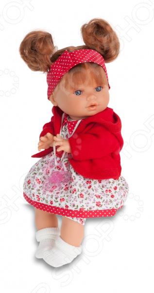 Кукла интерактивная Munecas Antonio Juan Кристи - станет замечательным подарком для любой девочки. Эта очаровательная куколка так похожа на настоящего ребенка. Она одета в милый детский комплект одежды, а ее волосики уложены в аккуратную прическу. Личико выполнено с детальной прорисовкой, что делает игрушку еще более натуральной и естественной. Эта куколка приготовила для своей обладательницы сюрприз: малышка умеет плакать, но стоит вставить ей соску в ротик, как она тут же успокоится. Игры с куклой способствуют развитию фантазии, воображения и абстрактного мышления, отлично подходит для сюжетно-ролевых игр. Кукла изготовлена из высококачественных экологически чистых материалов, абсолютно безопасных для ребенка.