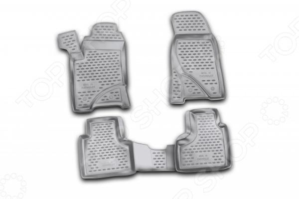 Комплект ковриков в салон автомобиля Novline-Autofamily Chevrolet Niva 2009 4Коврики в салон<br>Комплект ковриков в салон автомобиля Novline Autofamily Chevrolet Niva 2009 4, созданные для сохранения чистоты в салоне автомобиля. Обладают повышенной прочностью, износостойкостью и очень удобны в использовании. Эти коврики станут неотъемлемой частью вашего автомобильного интерьера. Края обработаны высокопрочной крученой нитью. Коврики оснащены фиксаторами Преимущества:  защита от западания педали газа,  антискользящий рельеф,  идеальная подходимость.<br>