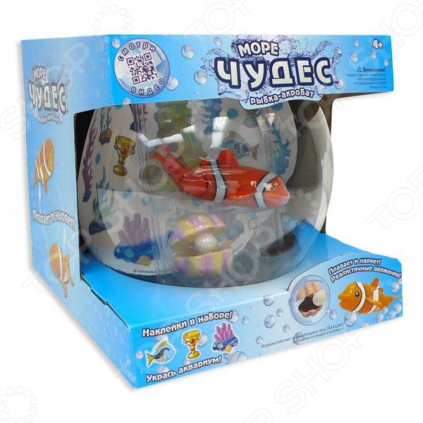 Игрушка интерактивная Redwood Рыбка-акробат с аквариумомДругие интерактивные игрушки и игры<br>Игрушка интерактивная Redwood Рыбка-акробат с аквариумом - оригинальная интерактивная рыбка, которая ведет себя как живая. Рыбка умеет плавать и нырять. Направление её движений зависит от угла наклона хвоста. Если хвостик прямой, то и рыбка будет плыть прямо, а если его повернуть в сторону, то и траектория станет беспорядочной. Аквариум можно украсить специальными наклейками, которые сделают его ещё более веселым. Также можно установить волшебную раковину с жемчужиной. Если рыбка коснется её, то она тут же откроется. Рыбка работает на двух батарейках типа ААА.<br>