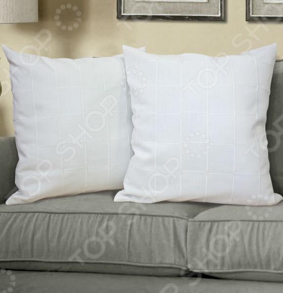Подушка декоративная Kauffort AmmiДекоративные подушки<br>Подушка декоративная Kauffort Ammi является универсальным и многофункциональным приобретением. Ее можно использовать как украшение интерьера или как обыкновенную подушку, а ее классическая квадратная форма идеально впишется в любой интерьер. Размер изделия позволяю украшать подушкой мягкую мебель, такую как кресла, диван и т.д. Маленькая декоративная подушка обеспечит вам уютную атмосферу. Данная модель состоит из подушки и чехла на молнии. Наволочка выполнена из понета с фактурой приятного на ощупь материала. На ощупь ткань больше похожа на натуральную, тогда как свойства материала больше синтетические. Наполнителем является холлофайбер, который не сминается и не скатывается в комки. Изделие легко чиститься, быстро сохнет, а цвета надолго остаются яркими и насыщенными. Декоративная подушка отличное решение, чтобы украсить гостиную или спальню.<br>