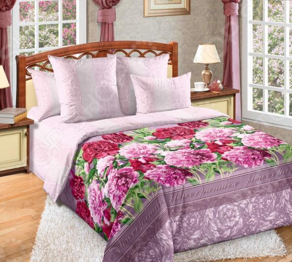 Комплект постельного белья Королевское Искушение «Марианна». 1,5-спальный1,5-спальные<br>Комплект постельного белья Королевское Искушение Марианна 1710265 это незаменимый элемент вашей спальни. Человек треть своей жизни проводит в постели, и от ощущений, которые вы испытываете при прикосновении к простыням или наволочкам, многое зависит. Чтобы сон всегда был комфортным, а пробуждение приятным, мы предлагаем вам этот комплект постельного белья. Приятный цвет и высокое качество комплекта гарантирует, что атмосфера вашей спальни наполнится теплотой и уютом, а вы испытаете множество сладких мгновений спокойного сна. В качестве сырья для изготовления этого изделия использованы нити хлопка. Натуральное хлопковое волокно известно своей прочностью и легкостью в уходе. Волокна хлопка состоят из целлюлозы, которая отлично впитывает влагу. Хлопок дышит и согревает лучше, чем шелк и лен. Поэтому одежда из хлопка гарантирует владельцу непревзойденный комфорт, а постельное белье приятно на ощупь и способствует здоровому сну. Не забудем, что хлопок несъедобен для моли и не деформируется при стирке. За эти прекрасные качества он пользуется заслуженной популярностью у покупателей всего мира. Перкаль это тонкая хлопковая ткань высочайшего качества. Особый способ переплетения из нескрученной хлопковой пряжи придает перкалю достаточно прочности, чтобы не пропускать перья и пух, и в то же время оставаться исключительно нежным и мягким на ощупь. Благодаря уникальным потребительским свойствам, белье не теряет цвет и не садится во время стирки, а на ткани не образуются катышки . Великолепный по своим практическим и эстетическим качествам материал нередко ставится в один ряд с натуральным шелком и высококачественным сатином.<br>