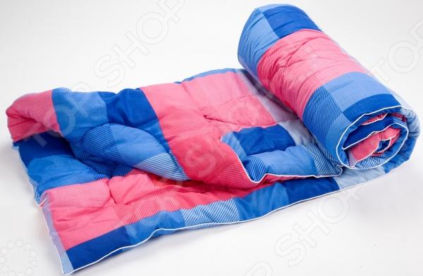 Одеяло облегченное Ecotex «Файбер»Одеяла<br>Одеяло облегченное Ecotex Файбер высококачественное изделие, которое подарит вам уют, тепло и здоровый сон. Чехол одеяла изготовлен из полиэстера. Этот материал отличается надежностью, прочностью и легкостью ухода изделие после стирки достаточно быстро сохнет и не деформируется. В качестве наполнителя используется особое силиконовое волокно. Этот материал формирует идеальный микроклимат для отдыха и сна обеспечивает циркуляцию воздуха, хорошо впитывает влагу и накапливает тепло, не создавая при этом эффект парника . Поэтому одеяло подойдет и для холодного, и для теплого сезонов года. Оно подарит драгоценные часы покоя и умиротворения, которые так необходимы после тяжелых трудовых будней.<br>