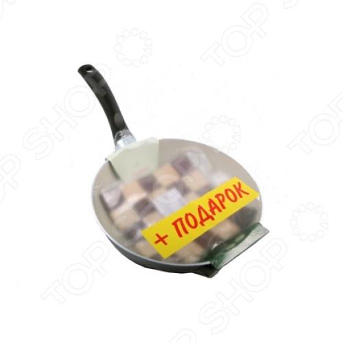 Сковорода и бамбуковая подставка Flonal EcoSphereСковороды<br>Сковорода и бамбуковая подставка Flonal EcoSphere удобная и практичная в использовании посуда, которая позволит вам раскрыть все ваши кулинарные таланты. Прочные стенки и термоаккумулирующее дно быстро нагреваются и равномерно распределяют тепло, не давая продуктам пригореть. Специальное внутреннее покрытие отличается удивительными антипригарными свойствами, которые позволяют готовить без использования большого количества масла. Это делает блюда не только более здоровыми и полезными, но и очень вкусными и ароматными. Эргономичная бакелитовая ручка не снимается и не нагревается, что обеспечивает дополнительное удобство при приготовлении пищи. Данная модель модель относится к лимитированной серии с приятным бонусом в виде специальной подставки, которая надежно защитит ваше настольное покрытие от раскаленных сковородок, кастрюль и прочей посуды. Подставка выполнена из прочного и натурального дерева.<br>