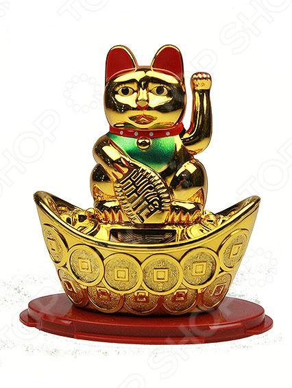 Статуэтка «Талисман японский Кот удачи» 60107Статуэтки и фигурки<br>Статуэтка Талисман японский Кот удачи 60107 изысканный декоративный элемент для вашего дома. Изделие поможет внести завершающий штрих в интерьер любой комнаты, ведь уют складывается из мелочей. Кроме того, если вы желаете подобрать памятный подарок близкому человеку, то эта милая вещица прекрасно подойдет. Изделие выполнено из пластика. Материал не требует особого ухода, достаточно регулярно удалять пыль сухой мягкой тканью. Статуэтка изображает популярный японский талисман Манэки-нэко Манящий кот, также известный под именем Кот удачи . По народным поверьям такая фигурка привлекает счастье, удачу и деньги в дом.<br>