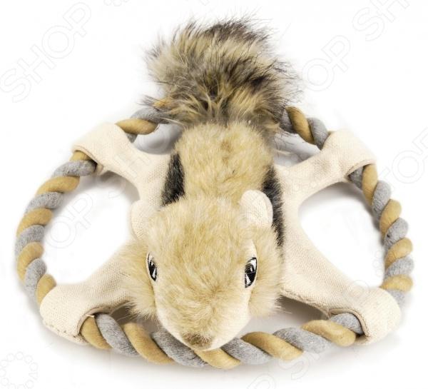 Игрушка для собак Beeztees «Белка на веревочном кольце»Игрушки для собак<br>Игрушка для собак Beeztees Белка на веревочном кольце лучший подарок питомцу от своего хозяина. Собаки устроены так, что постоянно хотят что-нибудь грызть. Именно поэтому стоит использовать специальные игрушки, чтобы сохранить мебель и прочие предметы интерьера в сохранности, а зубы животного здоровыми. С другой стороны, игрушки удобно использовать для дрессировки собак к примеру, научить команде апорт и многим другим . При этом они могут стать хорошим мотиватором для собаки, если вы будете периодически играть с питомцем. Игрушка выполнена из плюша и абсолютно безопасна для здоровья питомца. Она довольно легкая, поэтому у собаки не возникнет затруднений в процессе игры.<br>