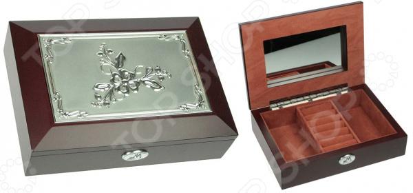 Шкатулка ювелирная Moretto 39596Шкатулки<br>Шкатулка ювелирная Moretto 39596 это изящное изделие, которое позволит оптимизировать хранение ваших украшений. Красивая и качественная шкатулка поможет дополнить уникальный интерьер вашей комнаты, она подойдет как для использования в гостиной в качестве ключницы, так и в ванной комнате для хранения косметики. Расположите шкатулку на тумбочку рядом с кроватью и с утра вы будете точно знать, где лежат ваши украшения. Шкатулка выполнена очень элегантно, удобно открывается и может оказаться чудесным подарком для любой девушки! Чтобы такой подарок прослужил вам долгие годы необходимо выполнять ряд простых правил: регулярно удалять пыль сухой, мягкой тканью. Не следует использовать мыльные растворы и воду, т.к. это оставит следы на шкатулке, которые невозможно будет удалить.<br>