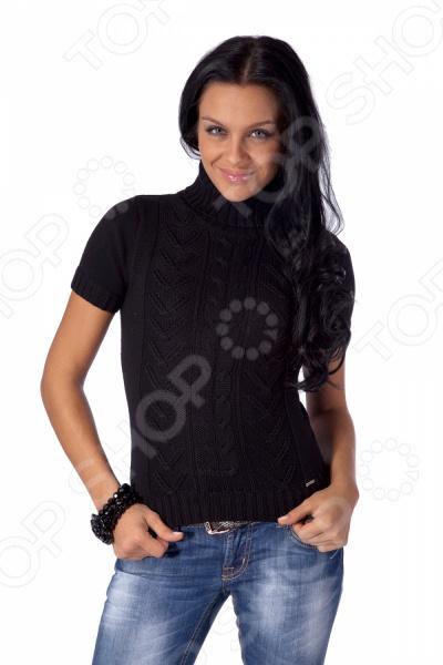 Свитер вязаный Mondigo 9004. Цвет: черныйДжемперы. Кардиганы. Свитеры<br>Свитер вязаный Mondigo 9004 согреет вас в холодное время года. Такой свитер отлично подойдет для создания элегантного образа. Его можно одеть как в офис на работу, так и на прогулку с друзьями. Воротник-стойка выгодно подчеркивает шею. Оригинальный узор на передней части свитера визуально удлиняет его, подчеркивая достоинства и скрашивая недостатки фигуры. Сочетая свитер с юбкой из толстой материи или классическими брюками, вы сможете надевать его на работу. Одев свитер с джинсами, вы создадите легкий и непринужденный образ для вечерней прогулки с друзьями. Воротник защищает горло, так что при прогулке на улице можно оставлять расстегнутым воротник куртки или пальто.<br>