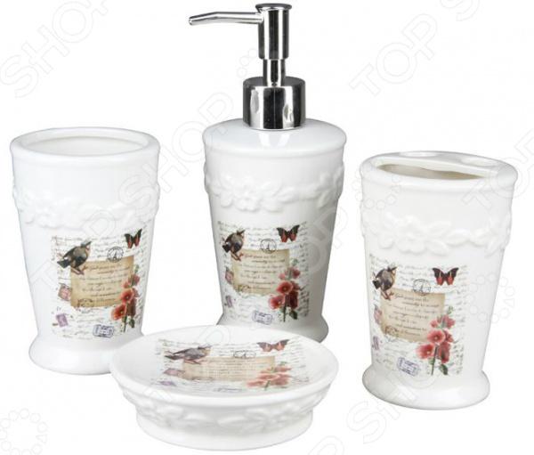 Набор для ванной комнаты Rosenberg RCE-350001-4Полезные мелочи для ванной комнаты и туалета<br>Rosenberg RCE-350001-4 это современный, стильный и крайне необходимый набор для ванной комнаты. В комплект входят дозатор для жидкого мыла, подставка под зубные щетки, стакан и мыльница. Все предметы изготовлены из высококачественной керамики и дополнены милым рисунком. Данный материал изготовления отвечает всем требованиям гигиеничности, безопасности и гипоаллергенности. Благодаря универсальной расцветке и классическому дизайну, набор дополнит общий интерьер и атмосферу помещения, а ваше пребывание в ванной комнате станет намного приятнее.<br>