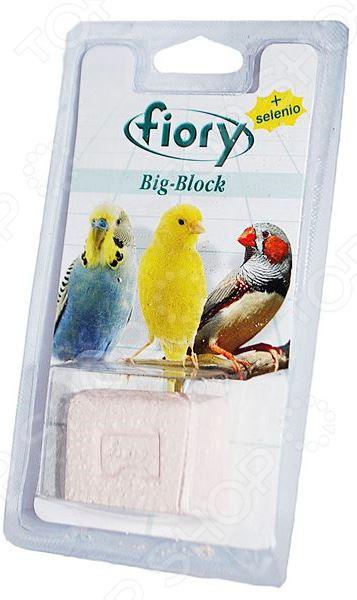 Камень минеральный для птиц Fiory 06090 Big-Block с селеномВитамины и подкормки для птиц<br>Камень минеральный для птиц Fiory 06090 Big-Block с селеном полезнейшая добавка к ежедневному рациону пернатых. Камень содержит все необходимые микроэлементы для поддержания здоровья птиц, укрепления их скелета. Ваши питомцы могут использовать камень и для безопасного и удобного стачивания клюва. Входящий в состав селен улучшает сопротивляемость организма, укрепляет иммунитет, способствует выведению из организма токсинов и вредных веществ. При недостатке в организме животного витамина Е селен активно восполняет этот компонент, а также способствует лучшей усвояемости витаминов А и D3. Состав: кальций 36 , фосфор 0,084 , магний 0,02 , натрий 0,016 и пр.<br>