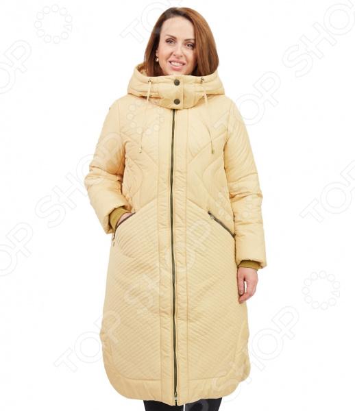 Пальто D`imma «Сюита». Цвет: желтыйВерхняя одежда<br>Пальто D imma Сюита сшито с учетом всех особенностей женской фигуры. Оно идеально подойдет для женщин любого возраста и комплекции. Продуманный дизайн изделия позволяет скрыть недостатки и подчеркнуть достоинства фигуры.  Удлиненное стеганное пальто свободного кроя с центральной застежкой на молнию.  Элегантный силуэт создают необычные детали, одной из которых является необычная линия низа с закругленными углами боковых разрезов; также следует отметить комбинирование основной ткани со стеганными вставками и расположение декоративных строчек.  Объемный капюшон с кулиской застегивается на пуговицы.  Вшивные рукава дополнены трикотажными манжетами.  На фотографии пальто представлено в сочетании с брюками Уран .  Уникальная модель, доступная только в телемагазине Top Shop . Верх пальто выполнен из ткани, состоящей на 63 из полиэстера и на 37 из нейлона; подкладка состоит на 50 из полиэфира и на 50 из полиэстера. В качестве утеплителя используется файбертек плотность 220 гр м , позволяющий чувствовать себя комфортно даже при морозной погоде до -20 C.<br>