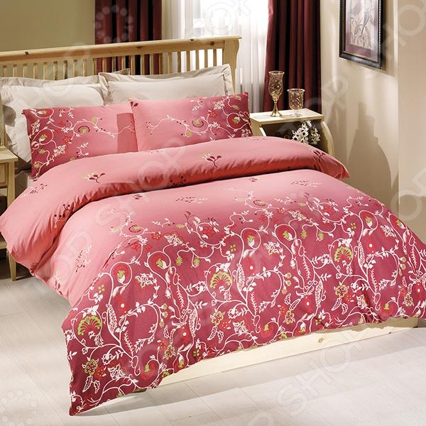 Двуспальный комплект постельного белья Tete-a-Tete Летиция выполнен в насыщенном розовом цвете, обладает тонкостью, воздушной легкостью и невероятной шелковистостью. Такое белье легко впишется в интерьер спальни и подарит вам спокойный, безмятежный сон. Наволочки имеют клапан без пуговиц и молнии. Пододеяльники застегиваются на молнию на нижнем конце пододеяльника, которая оснащена фиксаторами, не позволяющими ей расстегиваться до самого конца. Молния очень прочная и состоит из одной эргономичной детали, что продлевает ее срок службы. Свойства белья Tete-a-Tete Летиция : 100 хлопок, плотность 155 г м . Все предметы комплекта цельнокроеные. Упаковка: подарочная коробка. Преимущества комплекта постельного белья Tete-a-Tete Летиция :  Используется прочная ткань премиум-сатин  Не линяет, минимальная усадка; пятиниточный оверлок  Наволочки в белье имеют полноценный клапан  При изготовлении используются устойчивые гипоаллергенные красители