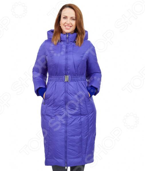 Пальто D`imma «Фернанда». Цвет: синийВерхняя одежда<br>Пальто D imma Фернанда сшито с учетом всех особенностей женской фигуры. Оно идеально подойдет для женщин любого возраста и комплекции. Продуманный дизайн изделия позволяет скрыть недостатки и подчеркнуть достоинства фигуры.  Удлиненное пальто в классическом стиле с центральной застежкой на молнию.  Строгие линии рельефных строчек элегантно подчеркнут стройную фигуру, а полное отсутствие декоративных элементов позволит обратить все внимание на женскую привлекательность.  Рукава дополнены трикотажными манжетами.  Модель имеет прорезные карманы на молниях, воротник-стойку и объемный капюшон.  На фотографии пальто представлено в сочетании с брюками Уран .  Уникальная модель, доступная только в телемагазине Top Shop . Верх пальто выполнен из ткани, состоящей на 63 из полиэстера и на 37 из нейлона; подкладка состоит на 50 из полиэфира и на 50 из полиэстера. В качестве утеплителя используется био-пух.<br>