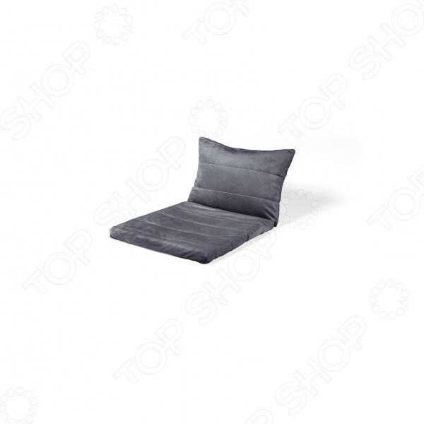 Когда вы хотите расслабиться с чашечкой горячего чая в вашем любимом кресле Если вы желаете как следует отдохнуть после напряженного рабочего дня, этот топпер для кресла Dormeo Relax Sofa 2PCS V2 создаст все необходимые условия для комфортного отдыха. Подушка для кресла изготовлена из пены memory и мягких микроволокон, способных превратить ваш одноместный диван или кресло в уютное место для полноценного отдыха. Располагайтесь поудобнее, ведь ваше тело находится в условиях максимального комфорта Подушка для кресла Dormeo Relax Sofa 2PCS V2 изготовленa из слоя пены memory толщиной 2 см, обеспечивающего невероятную мягкость и одновременно подстраивающегося под положение, температуру и уникальные контуры вашего тела. Это позволяет наслаждаться условиями оптимального комфорта, ведь при этом не оказывается нагрузка на ваши мышцы и суставы. Таким образом, ваше тело получает необходимый ему отдых, в то время как более чувствительные области пребывают в условиях абсолютной защиты. Съемная боковая подушка обеспечивает полную поддержку вашего позвоночника Съемная подушка, изготовленная из пены memory, предоставляет дополнительную поддержку. Положите свою голову на эту мягкую подушку, обеспечьте дополнительную поддержку для вашей спины и позвоночника во время отдыха на диване или просто используйте эту подушку в качестве декоративного украшения.