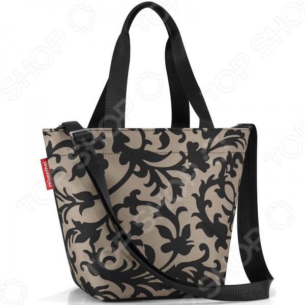 Сумка Reisenthel Shopper XS BaroqueСумки для покупок<br>Сумка Reisenthel Shopper XS Baroque небольшая сумка для мелких покупок. Имеет широкие лямки, которые распределят на плечо. Есть ремешок с возможностью регулировки длины. Закрывается на специальную молнию. Специальное уплотненное днище для стабильности. Предусмотрен карман на молнии для мелочей. Отличается высоким качеством пошива и стильным дизайном. Оригинально украшена с двух сторон по разному.<br>