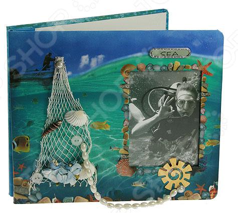 Фотоальбом «На море» 39331Фотоальбомы<br>Фотоальбом На море 39331 это лучшая возможность сохранить в памяти самые радостные и приятные мгновения жизни. Некоторые воспоминания врезаются в нашу память, а что-то навсегда забывается. Именно поэтому мы бережно храним новые фотографии и старые снимки, которые помогают нам не забывать. Но незачем хранить все фотографии в коробках, когда для этого производятся современные красивые фотоальбомы. Они являются надежным архивом, в котором запечатлены самые яркие моменты жизни. Данная модель фотоальбома позволяет бережно сохранить даже самые старые снимки. Стильный современный дизайн обложки выполнен в морском стиле и передаст настроение вложенных фотографий. В нем можно хранить тематические снимки, например, про отдых на пляже. Также, лицевую сторону может украсить любая ваша маленькая фотография. Фотоальбом похож на книгу и открывается соответственно. В нем можно хранить до 80 фотографий формата 26х22 см. Такой фотоальбом не нужно прятать в ящик или тумбочку, а наоборот поставить его на книжную полку. В любой момент вам стоит лишь протянуть руку и с удовольствие погрузиться в воспоминания.<br>