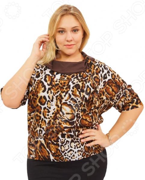 Блуза СВМ-ПРИНТ «Элиана». Цвет: коричневыйБлузы. Рубашки<br>Блуза СВМ-ПРИНТ Элиана незаменимая вещь в гардеробе модницы. Подойдет для женщин практически любой комплекции, ведь особенности кроя помогают скрыть недостатки и подчеркнуть достоинства фигуры. Эта блуза полуприталенного силуэта отлично подойдет для повседневного использования.  Удобная длина на уровне бедра будет идеально смотреться на женщинах с любым типом фигуры и любого возраста.  Выразительный фасон позволяют надеть ее не только в офис или на прогулку, но и на официальные мероприятия.  Короткие рукава летучая мышь.  Горловина украшена воротником из однотонный ткани.  На фото с юбкой Венера . Блуза изготовлена из высококачественного трикотажа 100 хлопок . Изделия хорошо поглощают влагу, но в мокром состоянии теряют прочность. Поэтому требуют особо бережной стирки при температуре 30-40 градусов и их не выкручивают. Уникальная модель, которую можно приобрести только на нашем телеканале!<br>