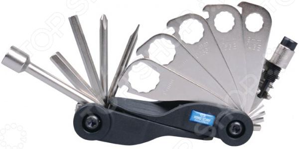 Набор ремонтный для велосипедов King Tony KT-20A17MRВелоинструмент<br>Набор ремонтный для велосипедов King Tony KT-20A17MR разработан по типу швейцарского армейского ножа. Он применяется как в ремонтной мастерской, так и в быту. Этот гаджет идеально подойдет для велосипедистов любителей и профессионалов. Изделие компактно складывается и легко помещается в рюкзаке, подседельной сумке и кармане. Эргономичный корпус изготовлен из легкой и ударопрочной пластмассы, а также удобно умещается в руке. Продуманная конструкция инструмента позволяет быстро и без труда разложить любой необходимый ключ. В наборе семь первостепенных инструментов, выполненных из закаленной инструментальной стали. Все комплектующие соединены в одну конструкцию, благодаря чему исключается их случайная потеря и гарантируется полнота набора на протяжении всего срока службы. Комплект велоключей профессионально собран из качественных деталей и гарантирует долгий срок эксплуатации без поломок и заедания механизма.<br>
