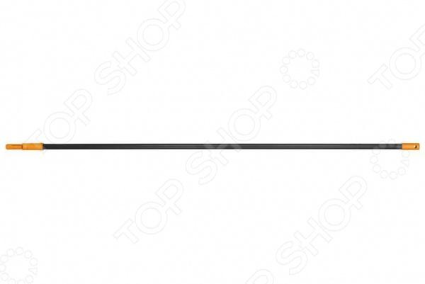 Черенок универсальный Fiskars Solid представляет собой отличное дополнение для уже имеющегося у вас садового инвентаря и позволяет насадить на него разнообразные насадки и получить большое количество инструментов. Черенок изготовлен из алюминия и отличается малым весом, надежностью и простотой эксплуатации.