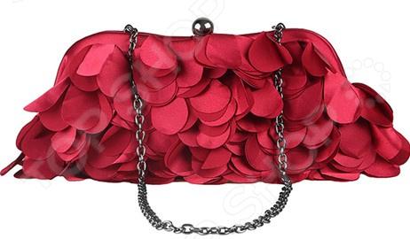 Сумка Fabretti «Марианна»Сумки женские<br>Сумка Fabretti Марианна это стильная и легкая сумка, которая сделана из полиэстера. Сумка достаточно вместительная, вы можете положить в нее всё необходимое. В любой момент вы будете выглядеть модно и элегантно.  Сумка из атласной ткани бордового цвета.  Сумка закрывается на рамочный замок цвета темный никель.  Передняя стенка задекорирована лепестками из атласной ткани в тон сумочки.  Ручка изготовлена из металлической цепочки цвета темный никель.  Внутри одно отделение с маленьким кармашком.  Подкладка бордового цвета.  Длина 24 см, высота - 8 см, высота с ручкой 38 см. Сумка сделана из качественного ткани 100 полиэстер , рекомендуется сухая чистка.<br>