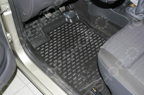 Комплект 3D ковриков в салон автомобиля Novline-Autofamily Renault Logan 2004-2009 / 2010Коврики в салон<br>Комплект 3D ковриков в салон автомобиля Novline Autofamily Renault Logan 2004-2009 2010 объемные коврики, созданные для сохранения чистоты в салоне автомобиля. Сделаны из плотного полиуретана, обладают повышенной прочностью, износостойкостью и очень удобны в использовании. Эти коврики станут неотъемлемой частью вашего автомобильного интерьера. Они очень удобны в обращении и не требуют особых условий чистки. Преимущества:  Коврики оснащены фиксаторами,  защита от западания педали газа,  антискользящий рельеф,  идеальная подходимость. В комплекте есть 4 коврика.<br>