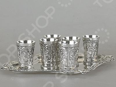 Набор стопок Rosenberg 2403Рюмки. Стопки<br>Набор стопок Rosenberg 2403 оригинальный набор великолепно выполненных предметов для распития алкогольных напитков. Такой набор станет изысканным дополнением к праздничному столу. Набор состоит из 6 небольших, оригинально декорированных стаканов, которые прекрасно подойдут для организации вечеринки. Оптимальный выбор для крепких спиртных напитков. Стопки изготовлены из ударопрочного материала. Все предметы располагаются на удобной металлической подставке. Красивое оформление стола как праздничного, так и повседневного это целое искусство. Правильно подобранная посуда это залог успеха в этом деле.<br>