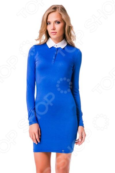 Платье Mondigo 8524. Цвет: синийПовседневные платья<br>Ни для кого не секрет, что мужчины гораздо чаще обращают внимание на женщин в платье, нежели на особ в джинсах и рубашках. И это не удивительно, ведь именно платье является исключительно женским предметом гардероба. Брюки, джинсы, рубашки и свитера женщины делят с сильной половиной человечества, даже юбки не являются исключительно женской вещью. Но только не платье! Платье безраздельно принадлежит женщине. Именно оно является самым важным элементом в гардеробе каждой модницы. Платье дарит ощущение женственности, выгодно подчеркивая изящные линии фигуры, делая свою обладательницу более изящной и женственной или строгой и сексуальной. Современная модная индустрия предлагает платья на любой вкус и фигуру, для любого времени года и события, остается только выбрать то, что подойдет именно вам. Платье Mondigo 8524 - стильная модель облегающего кроя с длинным рукавом позволит подчеркнуть все достоинства фигуры. Горловина платья драпирована воротничком, что придает модели строгость и элегантность. Такое платье станет отличным вариантом для офиса.<br>