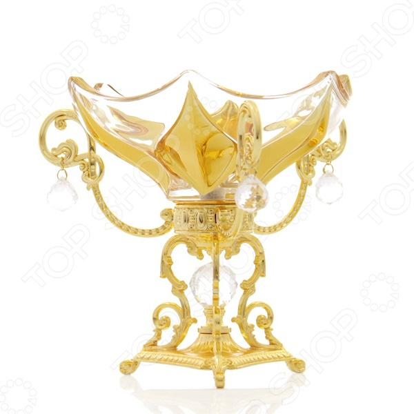 Ваза декоративная Rosenberg 3128Вазы<br>Ваза декоративная Rosenberg универсальная ваза, выполненная из качественного стекла и металла с золотистым покрытием и свисающими стеклянными декоративными элементами. Такая ваза на прочной украшенной длинной ножке будет отлично смотреться с любой сервировкой стола и не останется незамеченной. Ажурная детализация будет прекрасным украшением любого содержимого и стола в целом. В неё можно будет поместить фрукты или конфеты. Такая декоративная ваза станет прекрасным подарком для близкого человека, красоту и практичность которой оценят по достоинству.<br>