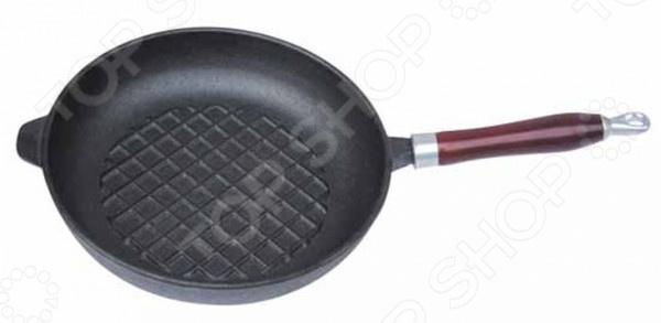 Сковорода-гриль с деревянной ручкой Regent FerroСковороды<br>Сковорода-гриль с деревянной ручкой Regent Ferro отличная сковорода для приготовления различных жареных блюд. Сделана из традиционного чугуна с рифленым покрытием. Материал абсолютно безопасен для здоровья. Дно аккумулирует тепло, способствует быстрому закипанию и приготовлению пищи даже при небольшой мощности конфорок. Снабжена ручкой для удобного хвата. Внешне отличается не только красивым внешним видом, но и устойчивостью к царапинам.<br>