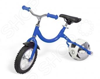 Беговел с колесом в виде мяча Bradex Велоболл станет прекрасным подарком для вашего малыша и позволит ему весело и с пользой, провести время. Главной особенностью беговела является возможность использовать его одновременно и в качестве велосипеда, а так же для игр с мячом. Заднее колесо, выполненное в виде обычного мяча может быть с легкостью снято и использовано для игры в волейбол, баскетбол, футбол или другие подобные забавы. Кроме того, как во время езды верхом на беговеле, так и во время игры в мяч у ребенка развиваются физические возможности, координация движений, мелкая моторика, чувство равновесия и глазомер. Вы навсегда избавитесь от попадающего под ноги и встречающегося в самых неожиданных уголках дома детского мяча. Теперь он будет аккуратно стоять в углу вместе с беговелом и дожидаться своего обладателя. Вся конструкция необычайно проста в сборке, а так же отличается надежностью, позволяющей выдерживать нагрузку до 30 килограмм. Чтобы собрать привести беговел с колесом в виде мяча Bradex Велоболл вам необходимо сделать следующее:  закрепить руль, при помощи гаечного ключа;  отрегулировать высоту сиденья и закрепит его на раме;  установить крыло над передним колесом;  закрепить на раме вилку заднего колеса;  накачайте мяч на 60 , закрепите специальные крышки и закрепив их на раме надуйте мяч полностью.  теперь остается лишь надеть декоративные чехлы на ось, держащую мяч. Подарите своему малышу радость быстрых и интересных поездок вместе с беговелом Bradex Велоболл .
