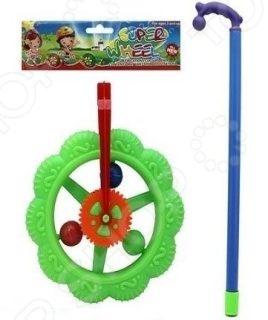 Игрушка-каталка Shantou Gepai Колесо - отличное приобретение для детей, которые уже научились ходить. Игрушка выполнена в виде фигурного колесика на палочке, которое катится во время бега или ходьбы. Она выполнена из высококачественного пластика, который обеспечивает долговечность и безопасность изделия для детского здоровья. Яркие цвета и дополнительные декоративные элементы обязательно привлекут внимание ребенка. Эта простая, но функциональная каталка поможет без труда развить у ребенка внимательность, координацию движения, мелкую моторику рук.