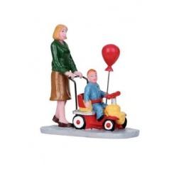фото Фигурка керамическая Lemax «Мама везет малыша на каталке»